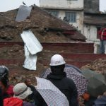 (100)震災直後のカトマンズの速報と状況と日本の撮影クルー