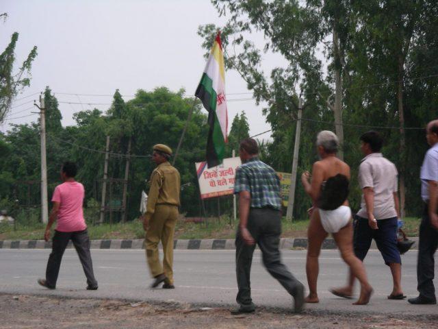 インド ふんどし男 行進