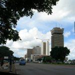ザンビア首都・ルサカ到着。街の写真と、日本にはない日本の看板
