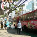 最安・ファランポーン駅からカオサンへ、6.5バーツの赤バスで行く方法